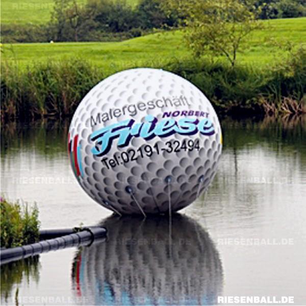 200 cm Golfball als schwimmende Werbung auf Golfturnier