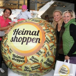 Eventball als Fotoobjekt bei der Aktion Heimat shoppen