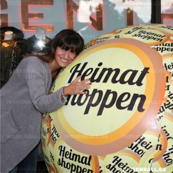 Eventball als Fotoobjekt bei der Aktion Heimat shoppen