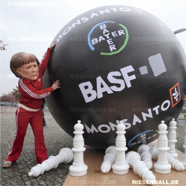 Merkel u. Müller beim Hunger-Bowling mit Eventball