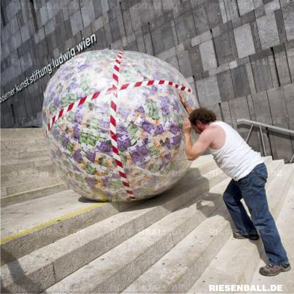 Social Impact mit Riesenball-Aktion in Österreich