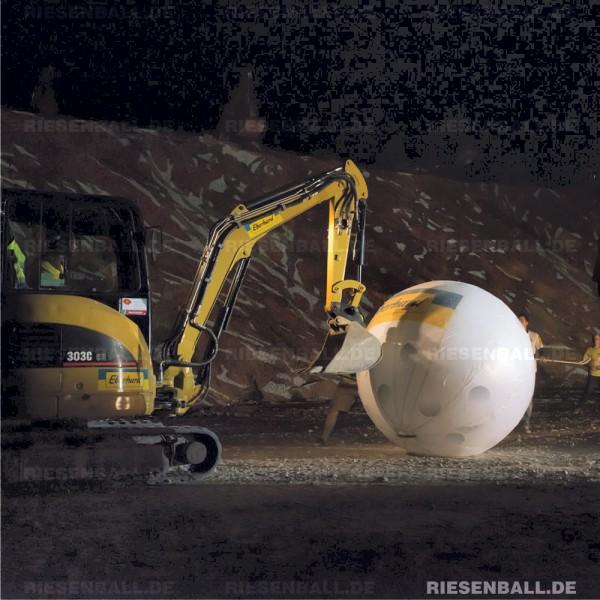 Eventball beim Kieswerkspektakel in der Schweiz