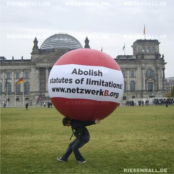 Eventball für netzwerkB vor dem Berliner Reichstag